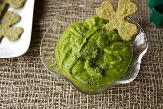 IMG 82011   Easy St. Patrick's Day Appetizer: Sneaky Shamrock Spinach Crackers & Green Dip
