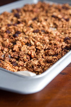 cinnamon bun granola 6616   Cinnamon Bun Granola Recipe + Halloween Treat a thon!