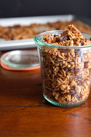 cinnamon bun granola 6621   Cinnamon Bun Granola Recipe + Halloween Treat a thon!