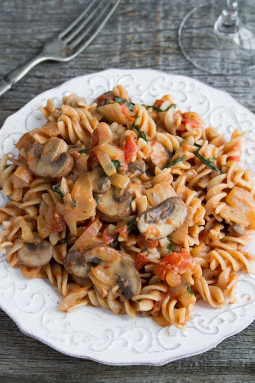 Quick & Easy Creamy Tomato Mushroom Pasta — Oh She Glows