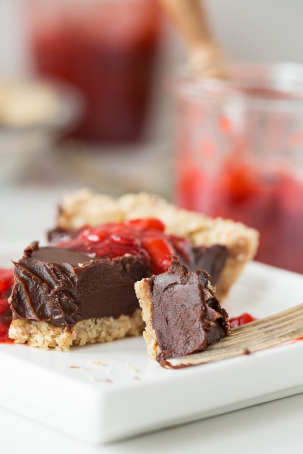 veganrecipes 6863   Chilled Dark Chocolate Pie with Toasted Almond Crust and Strawberry Vanilla Compote